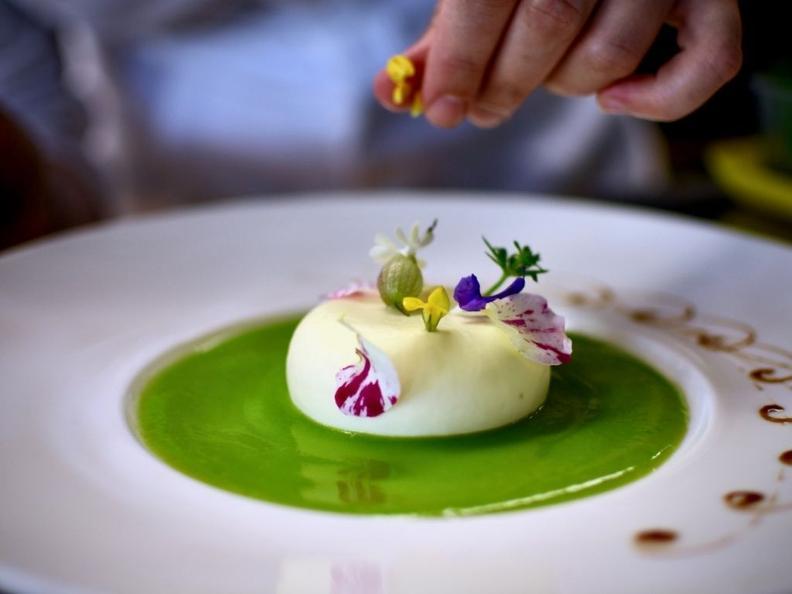 Image 1 - Creamy alpine cheese, peas and asparagus - The recipe