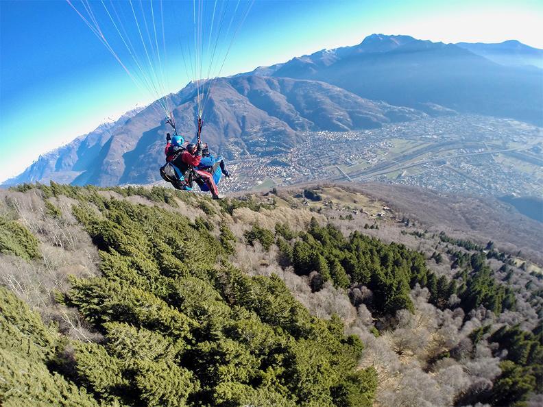 Image 1 - FlyTicino – Parapendio tandem nel Bellinzonese e Alto Ticino