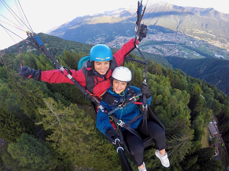 Image 0 - FlyTicino – Vols biplace en parapente au Bellinzonese e Alto Ticino