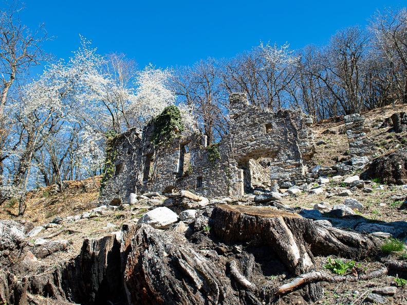 Image 1 - Rovine del villaggio di Prada