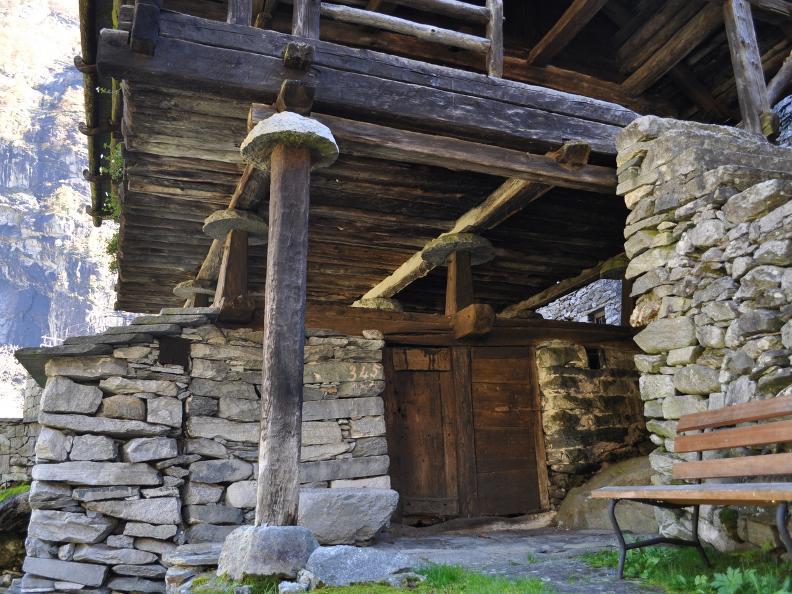 Image 2 - Val Bavona: Sonlerto - Wasserfall Foroglio - Bignasco