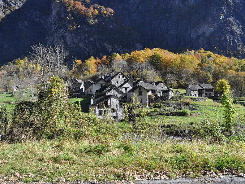 Image 7 - Val Bavona: Sonlerto - Waterfall of Foroglio - Bignasco