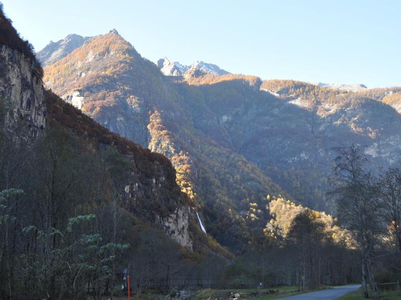 Image 13 - Val Bavona: Sonlerto - Waterfall of Foroglio - Bignasco