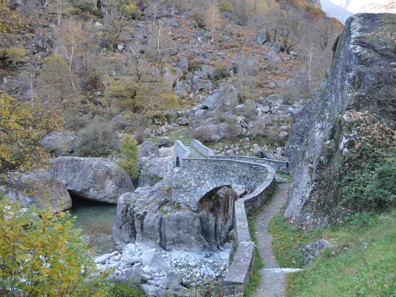 Image 30 - Val Bavona: Sonlerto - Waterfall of Foroglio - Bignasco