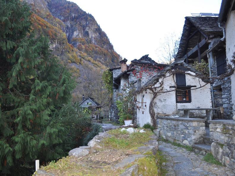 Image 26 - Val Bavona: Sonlerto - Waterfall of Foroglio - Bignasco