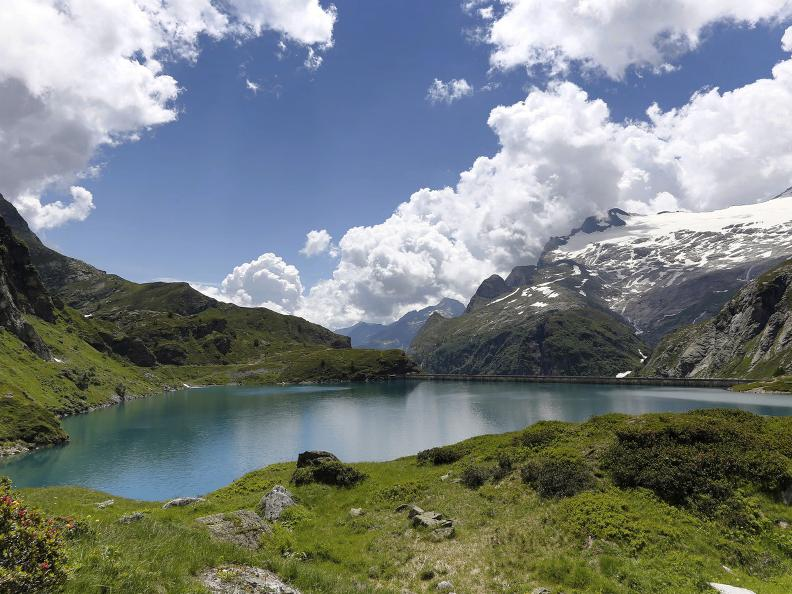Image 9 - Robièi and the Cavagnöö's Lake