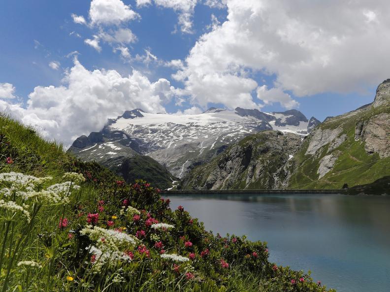 Image 10 - Robièi and the Cavagnöö's Lake
