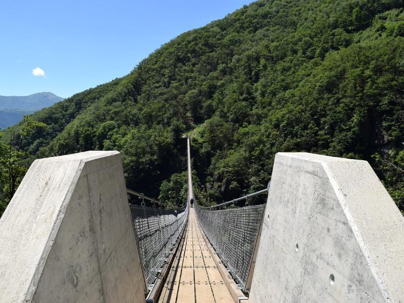 Image 8 - Curzútt e il ponte tibetano Carasc