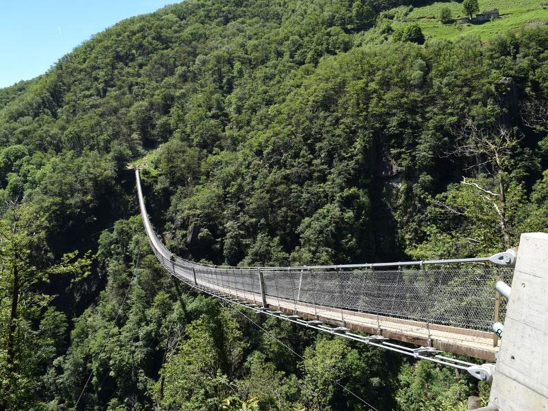 Image 9 - Curzùtt et le pont tibétain Carasc