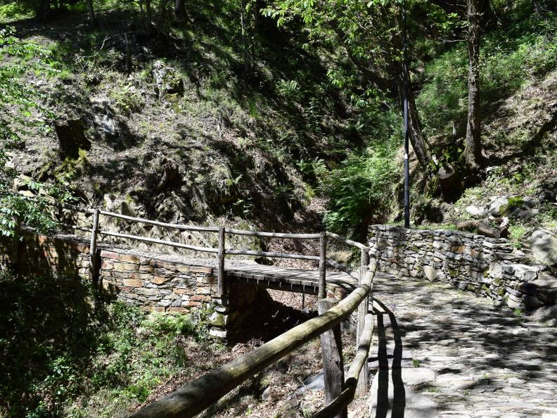 Image 14 - Curzùtt and the Tibetan Bridge Carasc