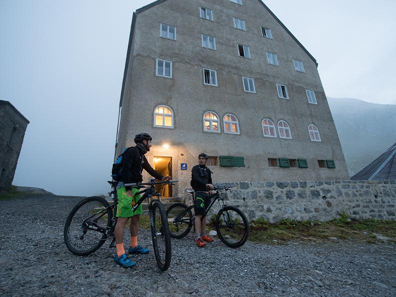 Image 0 - Gottardo Bike Etape 1 : Andermatt - Airolo
