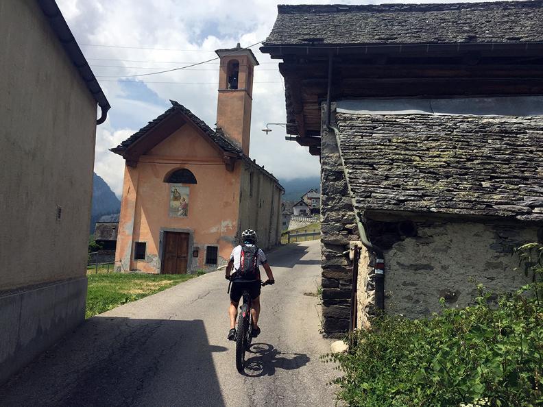 Image 4 - Rovana Valley: Linescio – Cerentino – Bosco Gurin