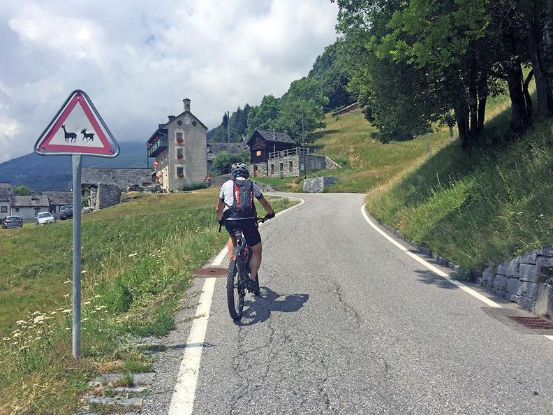 Image 5 - Rovana Valley: Linescio – Cerentino – Bosco Gurin