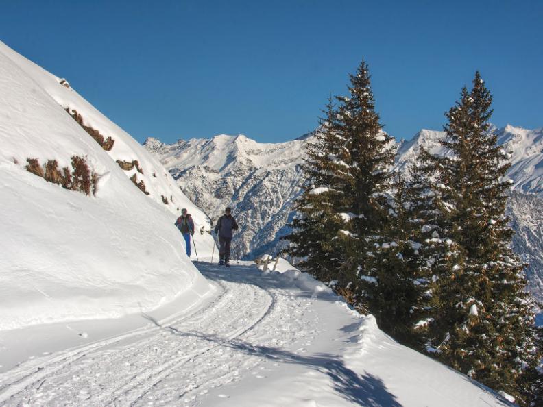 Image 1 - Snowshoe trail Nara-Cancorì