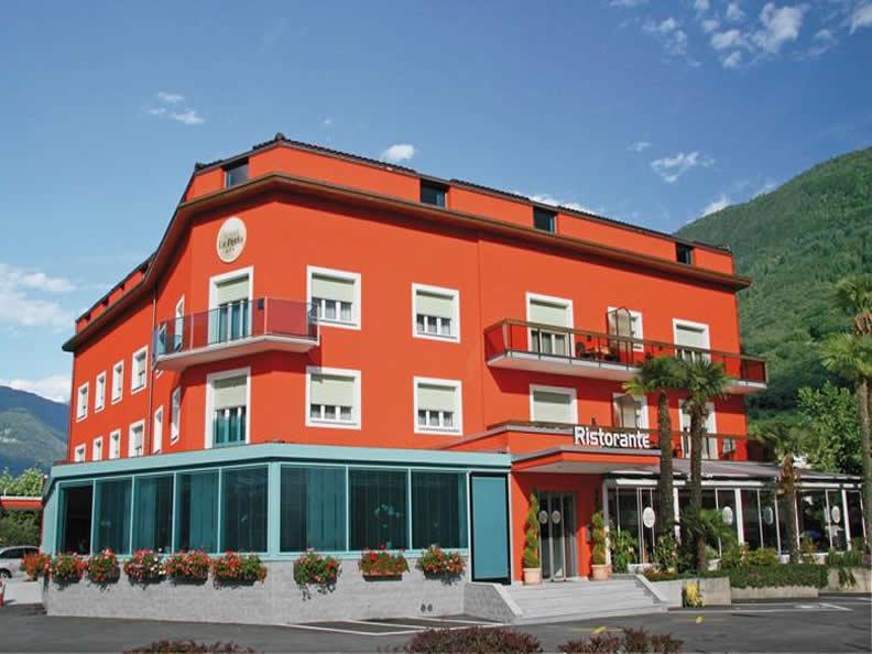 Image 0 - Restaurant Hôtel La Perla