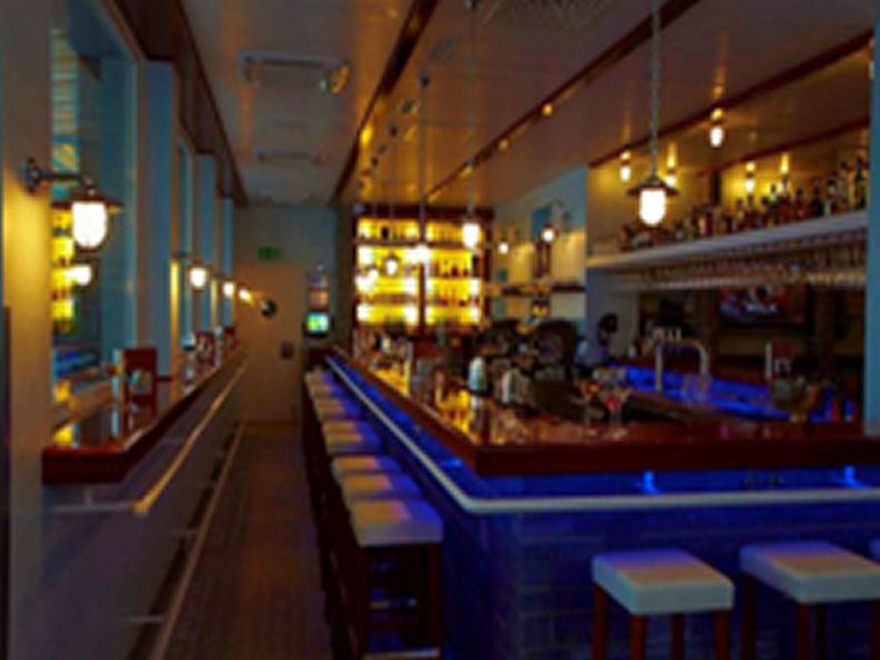Image 2 - Bar & Gourmet-Bistro au Yachtsport Resort