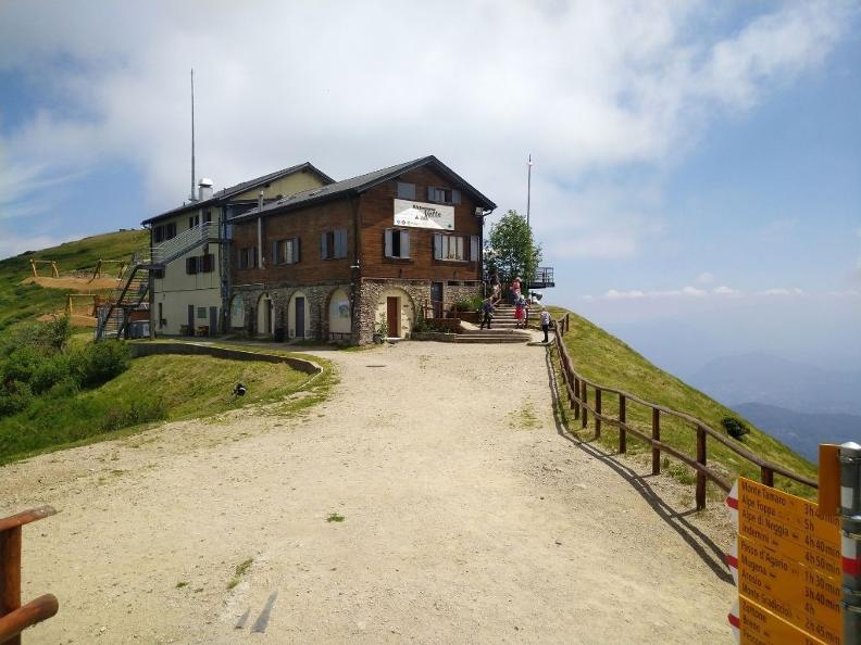 Image 2 - Ristorante Vetta Monte Lema da Güsti